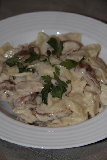 Farfalle with creamy Smoked chicken & mushroom sauce