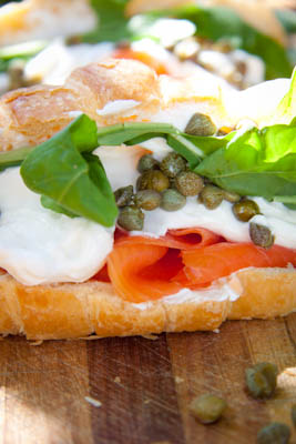 Croissant with smoked salmon, cream cheese & capers