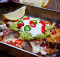 Cheesy nachos with steak