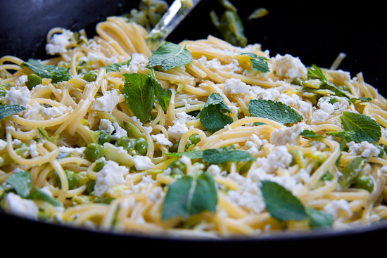 Pasta with peas, courgettes and feta
