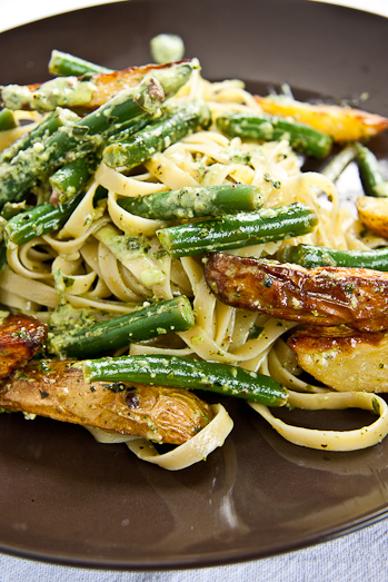 Tagliatelle with New potatoes, green beans and pesto