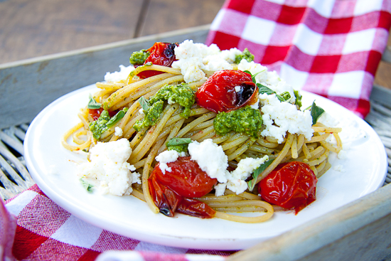 Pasta with roasted cherry tomatoes, pesto & ricotta