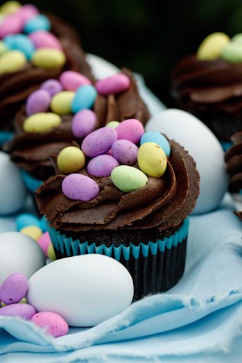 Coconut Cupcakes and Chocolate nest cupcakes for Easter ...