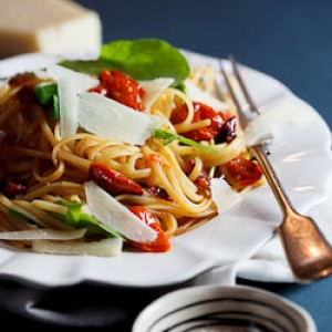 Roasted tomato & garlic linguini