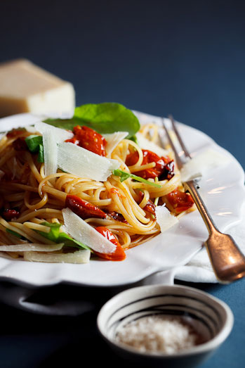 Roasted tomato & garlic linguini