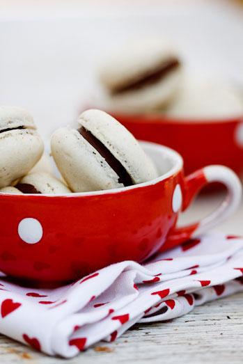 vanilla macarons with chocolate ganache