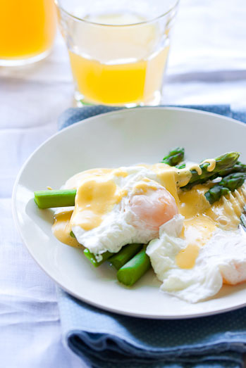 Poached eggs on Asparagus with Hollandaise