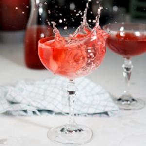 Sparkling pear, cranberry & vodka cocktail