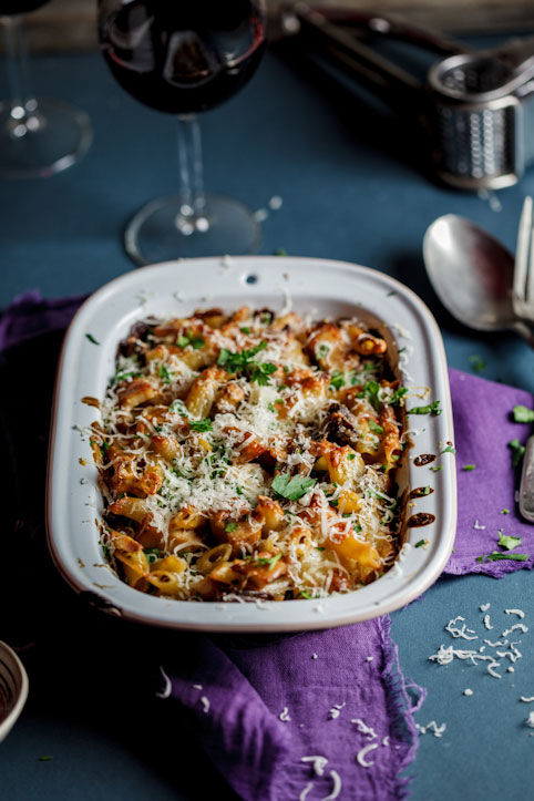 Baked penne with smoked chicken and mushrooms