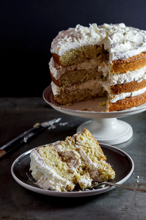 Pistachio praline cake with white chocolate