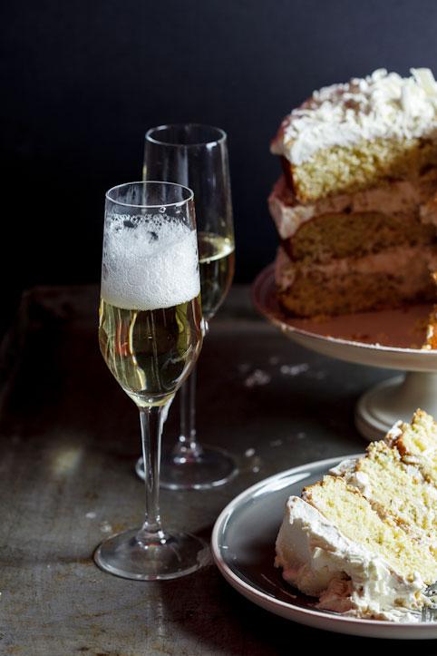 Pistachio praline cake with white chocolate