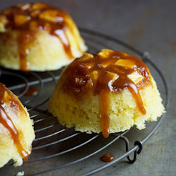 Steamed apple & salted caramel puddings