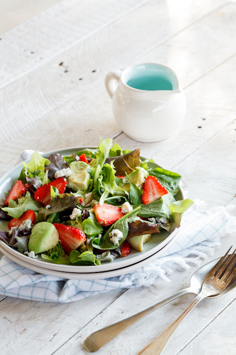 Strawberry, avo & blue cheese salad