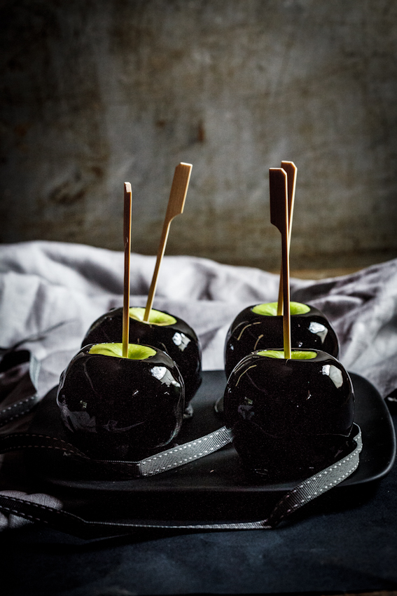 Black toffee apples
