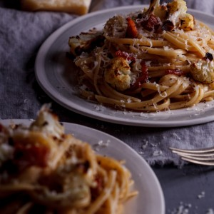 Linguini with roasted cauliflower and bacon