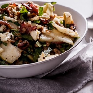 Lentil salad with bacon, pear and gorgonzola