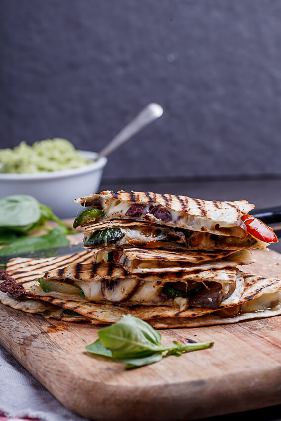 vegVegetable-loaded pizza quesadillasetable-loaded pizza quesidillas