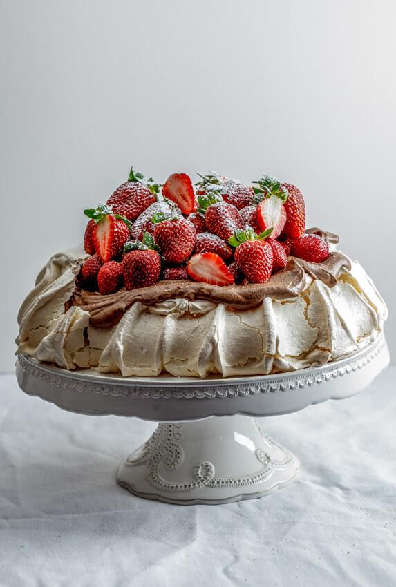 Strawberry pavlova with chocolate cream