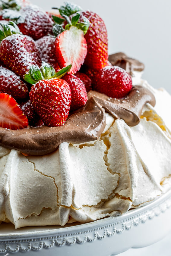 Strawberry pavlova with chocolate cream
