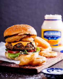 Cheeseburger with crispy onion rings