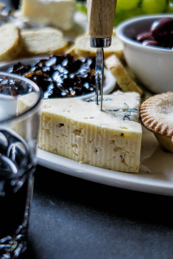 The ultimate Holiday cheese board & How to make the ultimate holiday cheese board - Simply Delicious