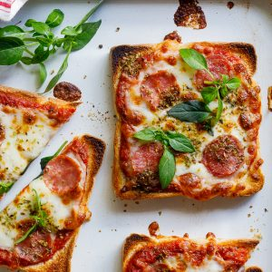 Easy pizza toast