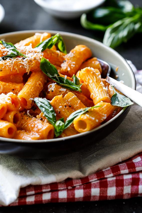 Easy tomato cream rigatoni