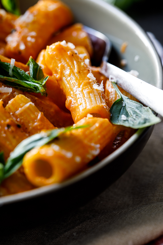 Easy tomato cream rigatoni