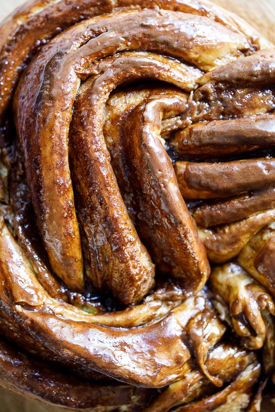 Sticky cinnamon brown sugar breakfast ring