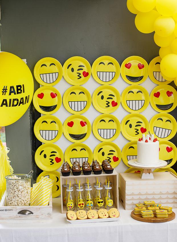 Emoji birthday party table