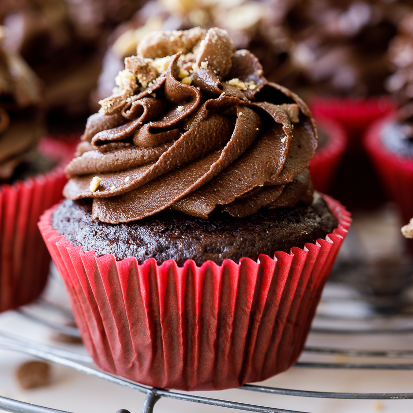 Easy One Bowl Chocolate Cupcakes Simply Delicious