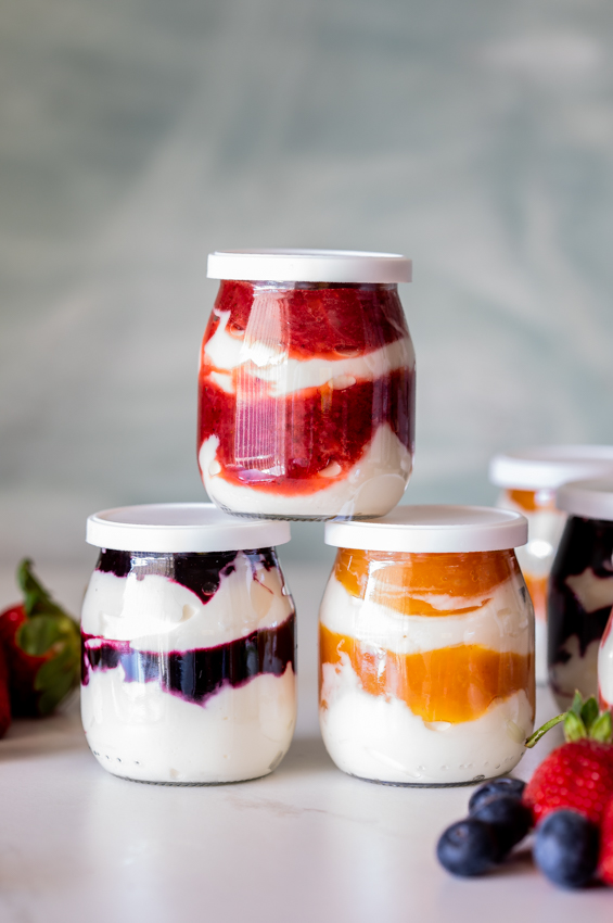 Easy breakfast yogurt fruit pots