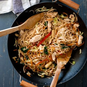 Easy 20-minute chicken stir fry in wok