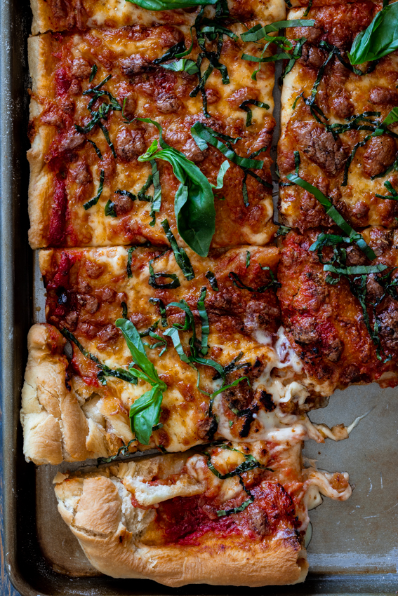 Easy sheet pan Margherita pizza