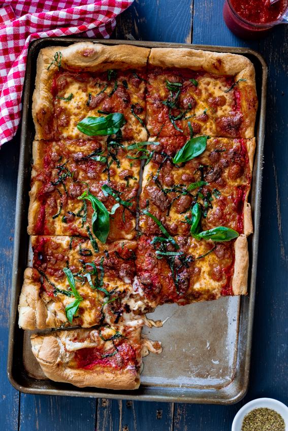 Easy sheet pan Margherita pizza