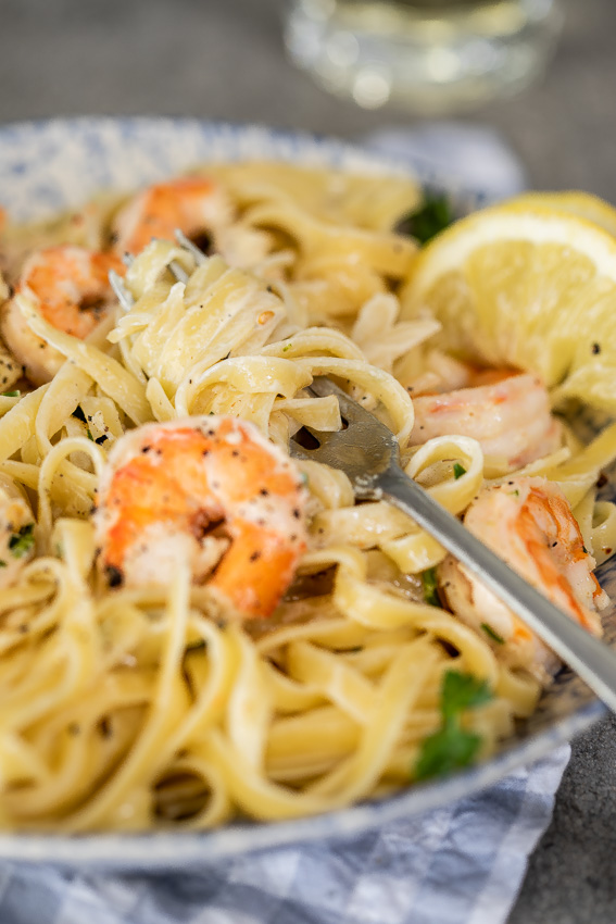 Creamy lemon garlic shrimp pasta