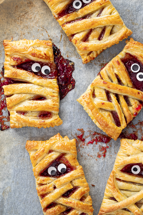 Halloween mummy berry handpies