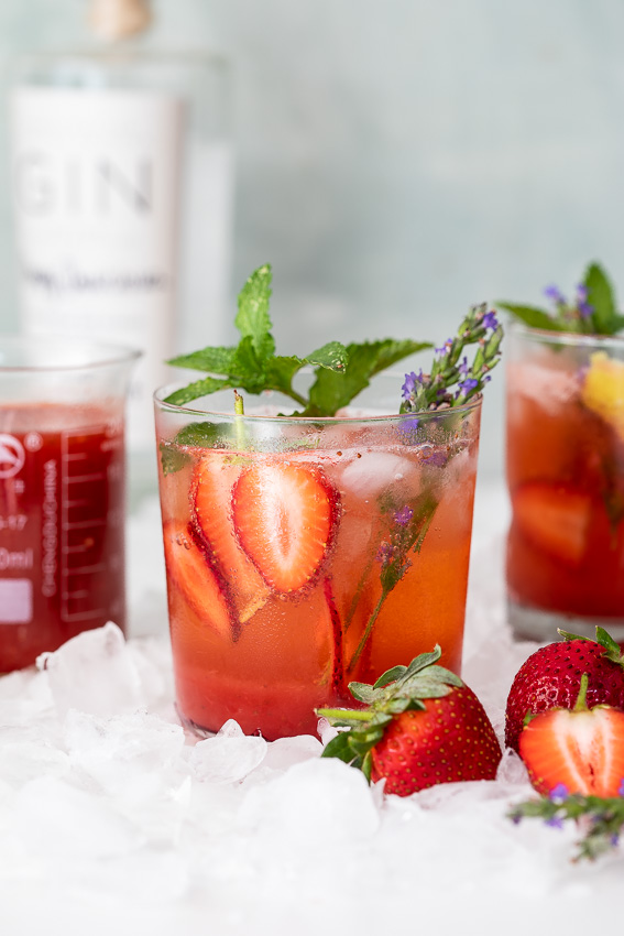 Blushing strawberry gin and tonic