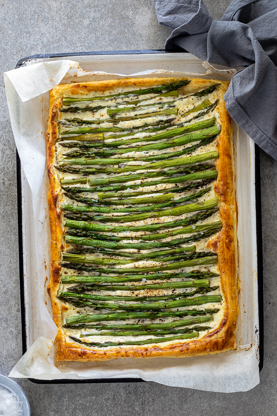 Cheesy puff pastry asparagus tart