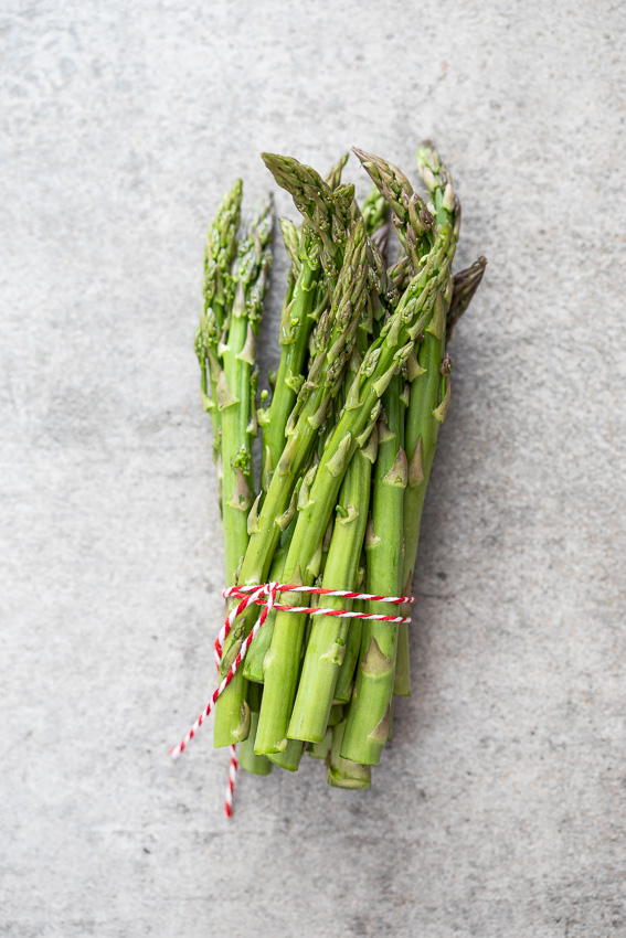 Raw asparagus bunch