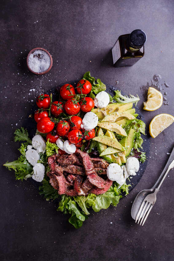 Steak salad with tomatoes and goat's cheese