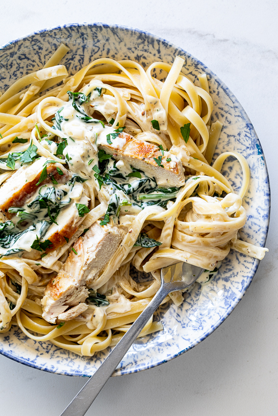 Creamy spinach garlic chicken  on past