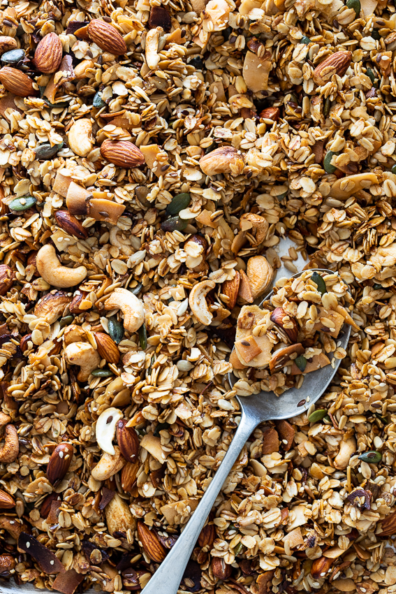 Easy cashew coconut granola