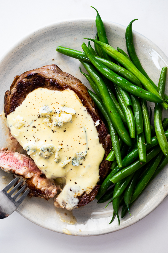 Steak With Gorgonzola Sauce Simply Delicious