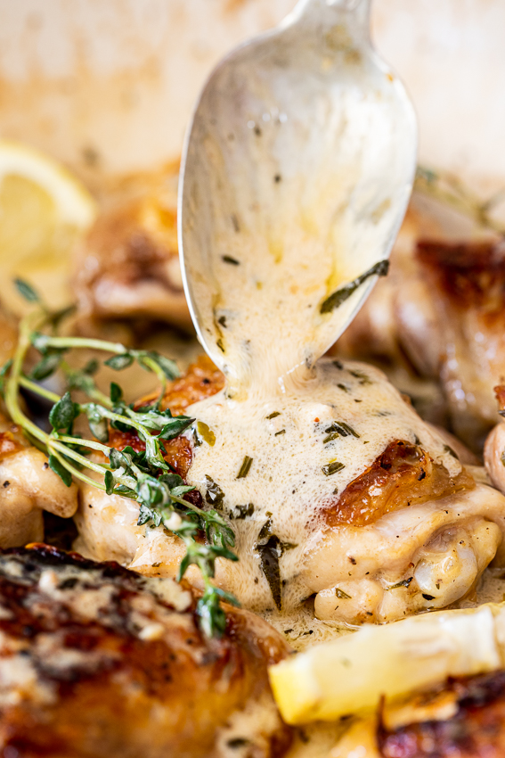 Baked chicken with white wine, garlic and herbs