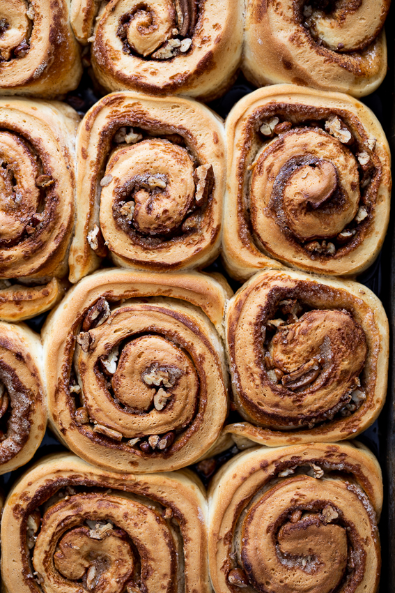 Sticky cinnamon rolls with pecans