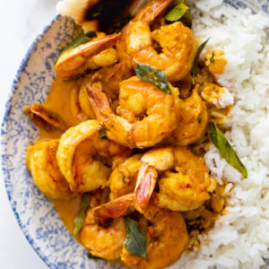 Shrimp curry with naan