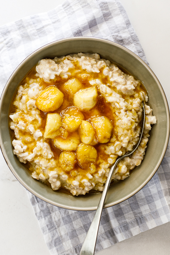 Creamy healthy oatmeal with caramelized bananas