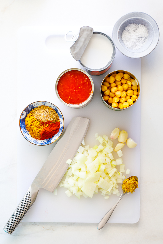 Ingredients for easy chickpea curry.