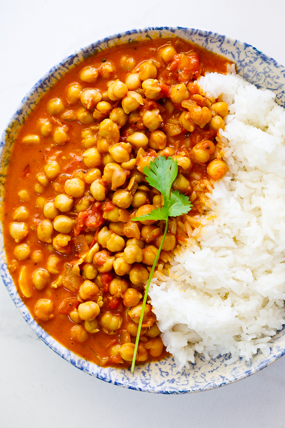 Easy Creamy Tomato Chickpea Curry with rice.